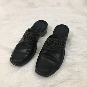 Clarks leather clogs